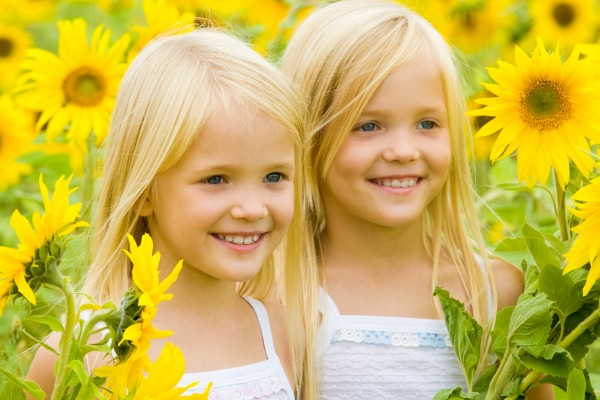 sunflowers-girls-summer কেন হয় জমজ সন্তান!